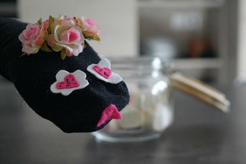 Créez vos propres marionnettes chaussettes en recyclant celles que vous ne portez plus. Inventez leur des histoires extraordinaires ! Minabulle