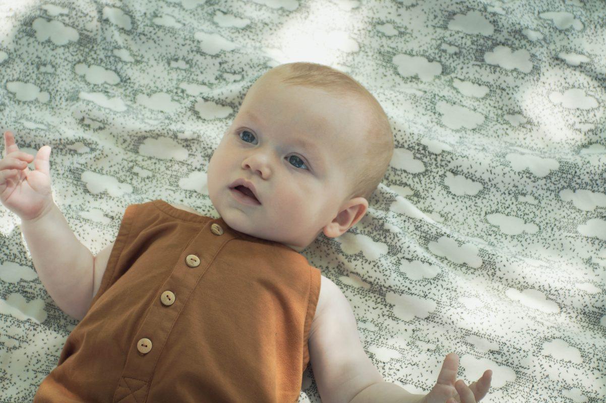 combishort bébé Minabulle en jersey de coton bio cannelle