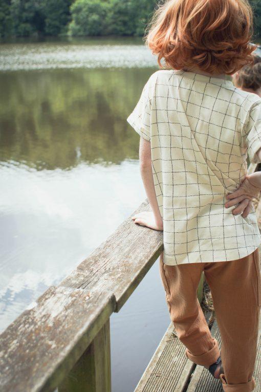 t-shirt enfant Minabulle en jersey de coton bio écru à carreaux et pantalon en crêpe de coton cannelle