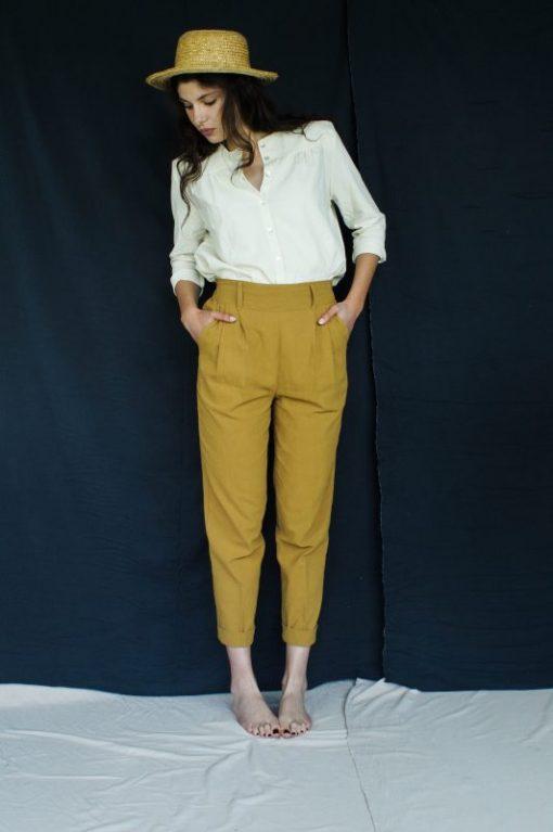 pantalon carotte pour femme, couleur moutarde