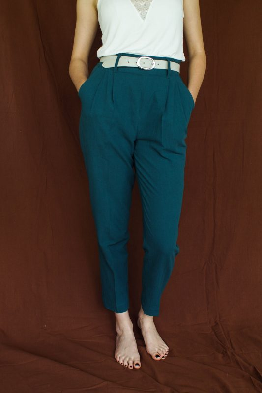 pantalon carotte pour femme, couleur bleu canard