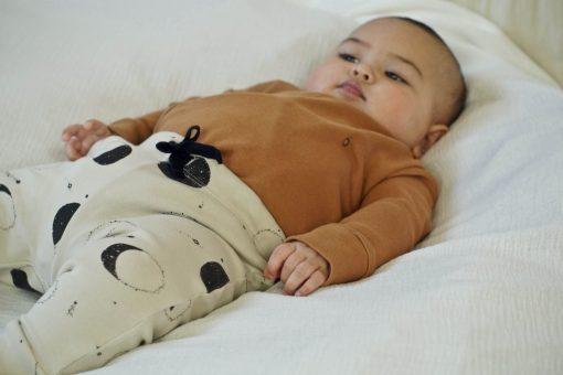 Legging bébé et enfant imprimé lunes en coton bio et body cannelle