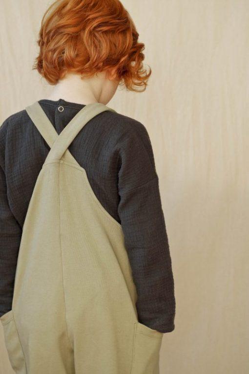 salopette kaki en coton biologique et blouse mixte