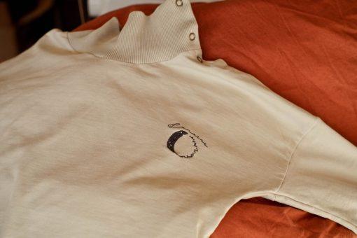 sweat en molleton gris de coton biologique broderie lune