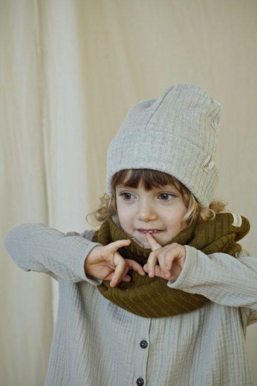 robe grise en double-gaze de coton biologique et bonnet et snood en merinos