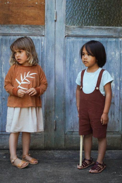 salopette short Minabulle sienne et t-shirt bleu coton bio